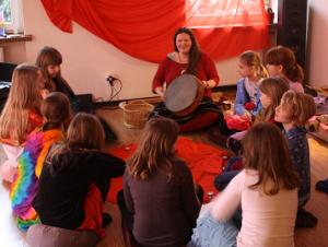 Czerwony namiot dla mam i córek | Instytut Świadomego